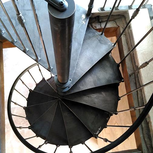 Escalier colimaçon acier vu du dessus