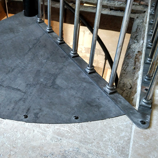 Escalier colimaçon acier et sa trémie