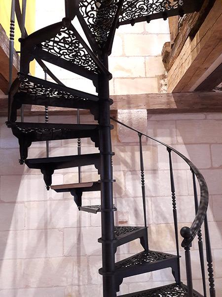 Escalier colimaçon noir fabriqué en Vendée