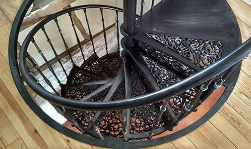 Marche palière et cerclage de la trémie de l'escalier colimaçon
