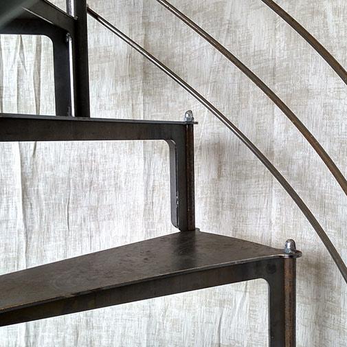 Marches de l'escalier colimaçon acier design