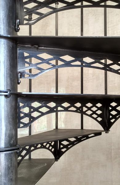 Colimaçon métal industriel style Eiffel losange