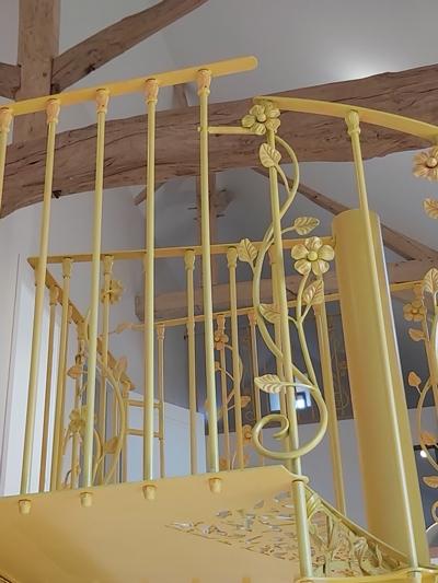 Escalier en fonte jaune