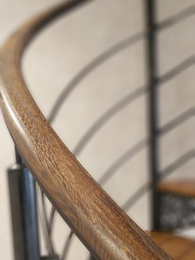 Main courante bois débillardé, détail